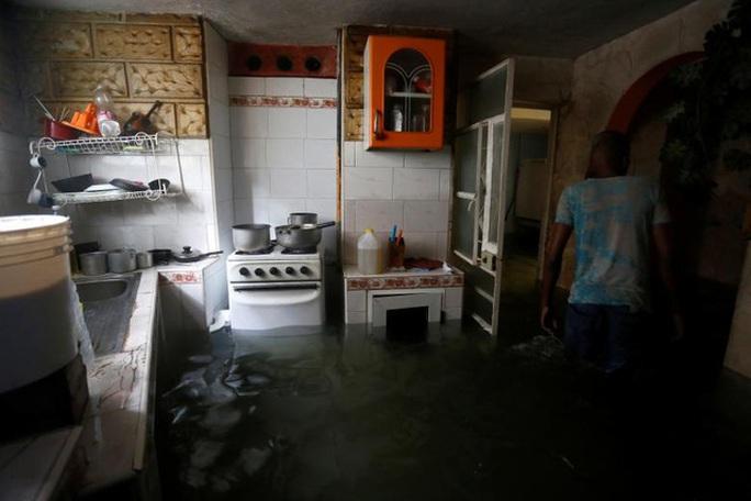 Bão Irma đã đến Mỹ, sóng cao 6 m vẫn ập vào Cuba - Ảnh 8.