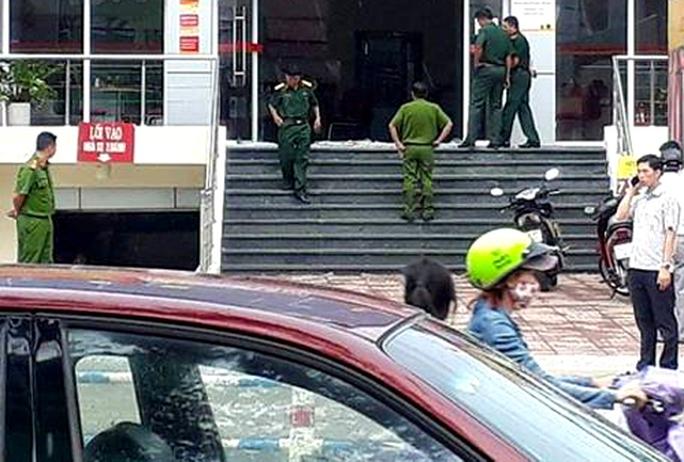 Liều lĩnh cướp ngân hàng ở Đồng Nai giữa ban ngày - Ảnh 1.