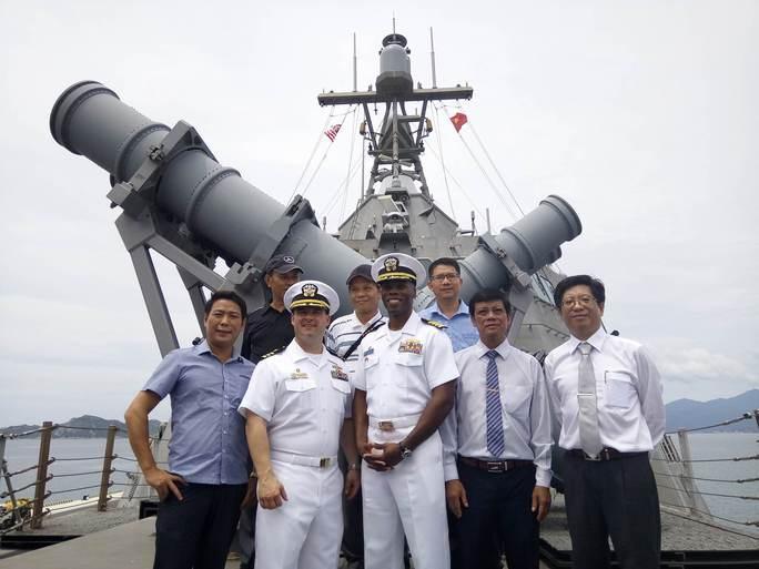 Hai chiến hạm cập cảng Cam Ranh - Ảnh 5.