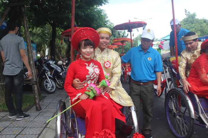 Xúc động đám cưới tập thể của những người lao động nghèo xứ Huế - Ảnh 3.