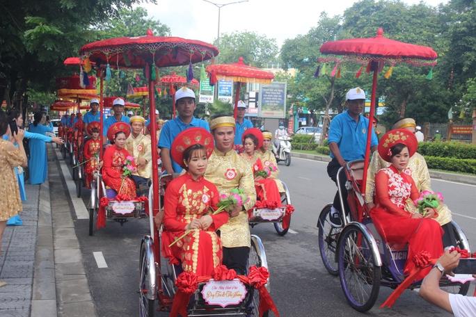 Xúc động đám cưới tập thể của những người lao động nghèo xứ Huế - Ảnh 2.