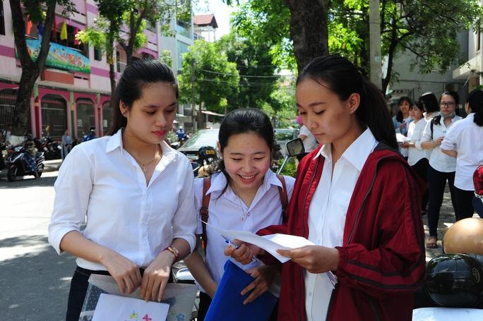 Nắng nóng khiến thí sinh Đà Nẵng ngất xỉu trong môn thi đầu tiên - Ảnh 2.