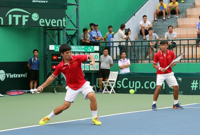 Thi đấu liên tục 2 trận với 9 ván khiến cả Hoàng Thiên (trái) và Hoàng Nam đuối sức vào chiều tối 4-2