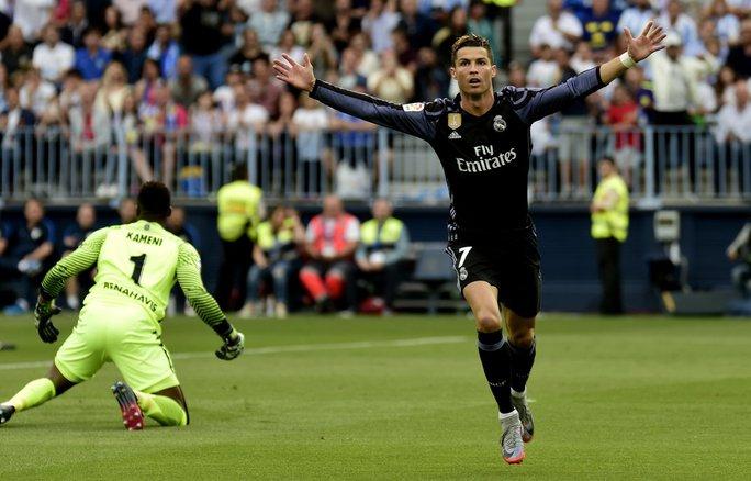 Ronaldo cân bằng kỷ lục hiếm của Messi - Ảnh 1.