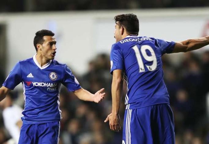 Pedro và Costa cãi nhau trong trận đấu rạng sáng 5-1