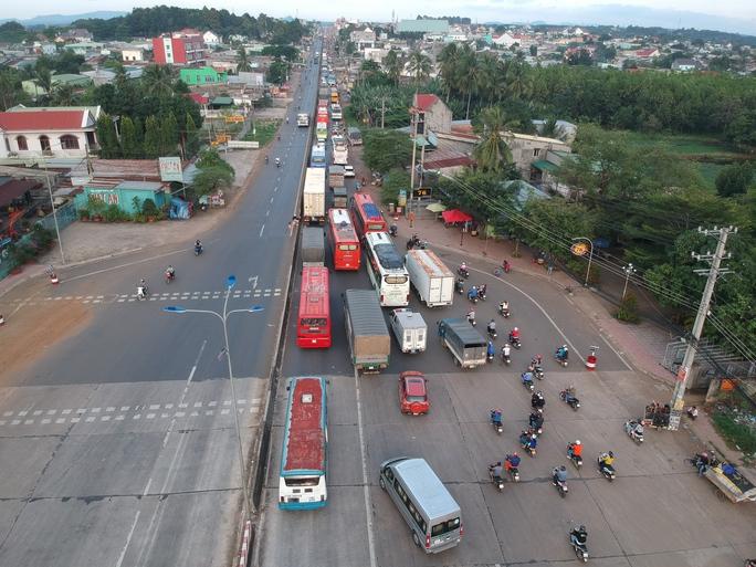 Toàn cảnh trạm thu phí BOT Biên Hòa xả trạm - Ảnh 7.