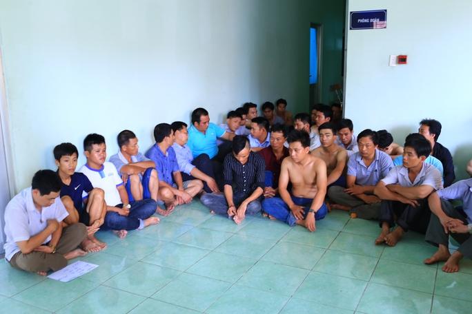 Sau tiệc mừng tân gia, 28 người bị bắt giữ - Ảnh 1.