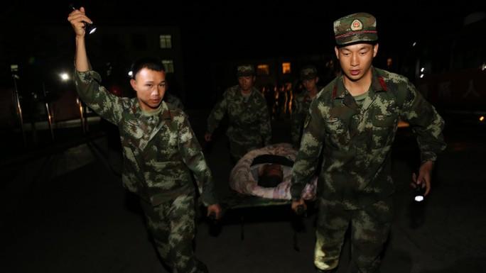 Động đất Trung Quốc, hàng trăm người thương vong - Ảnh 6.