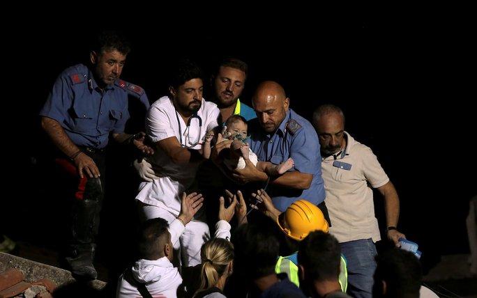 Anh 11 tuổi cứu em trai trong động đất  - Ảnh 2.