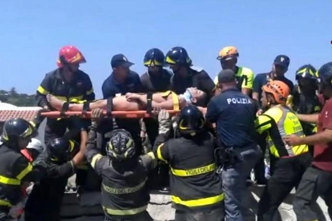 Anh 11 tuổi cứu em trai trong động đất  - Ảnh 3.