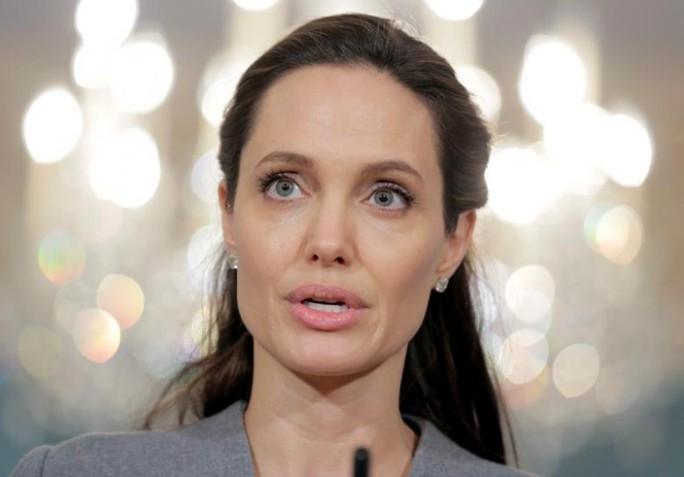 Angelina Jolie lên tiếng về lệnh cấm của ông Donald Trump