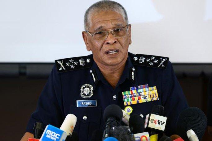 Phó Tổng Thanh tra Cảnh sát Tan Sri Noor Rashid Ibrahim tại cuộc họp báo hôm 19-2. Ảnh: REUTERS