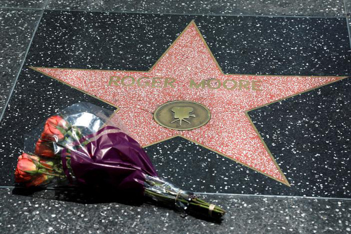 Thương tiếc điệp viên 007 Roger Moore qua đời vì ung thư! - Ảnh 4.