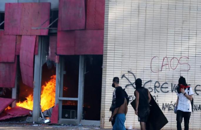 Brazil: Tổng thống dùng quân đội trấn áp biểu tình - Ảnh 4.