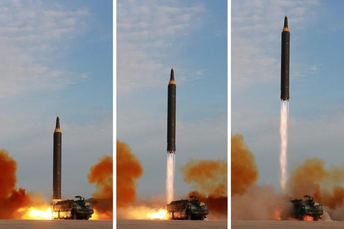 Triều Tiên phóng mưa tên lửa đón đại hội đảng của Trung Quốc? - Ảnh 1.