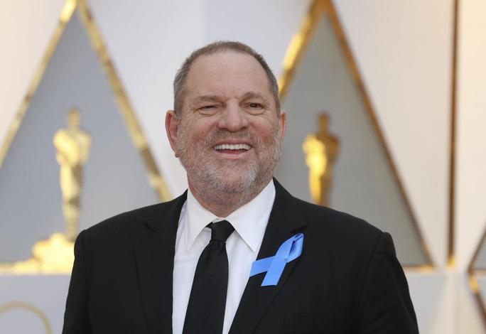 Ông trùm Hollywood khốn đốn vì bê bối quấy rối tình dục - Ảnh 1.