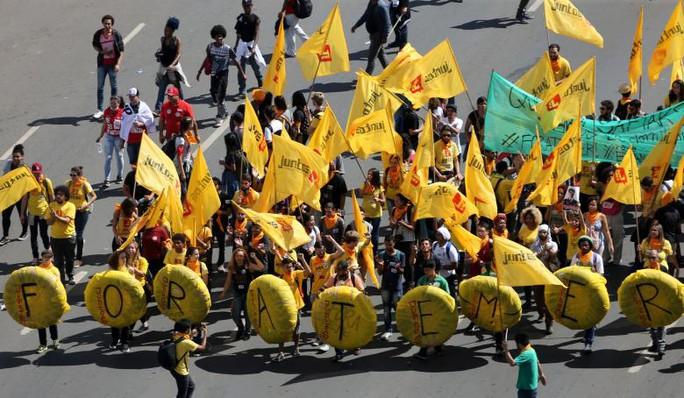 Brazil: Tổng thống dùng quân đội trấn áp biểu tình - Ảnh 7.