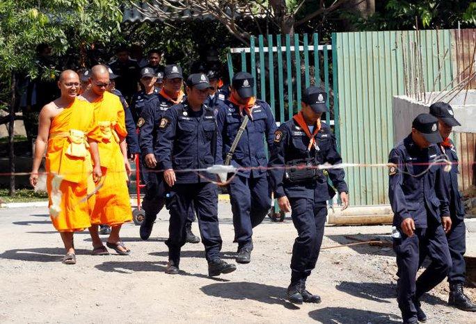 Thái Lan: Sư trụ trì rửa tiền biến mất không dấu vết