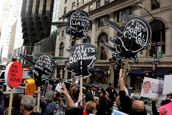 Họ còn định biểu tình ở những nước khác. Ảnh: Reuters
