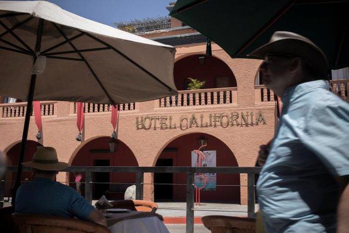 "Ban nhạc Eagles kiện khách sạn ""Hotel California"""