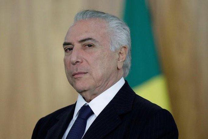Nhậm chức 1 năm, Tổng thống Brazil dính đòn chí mạng - Ảnh 1.