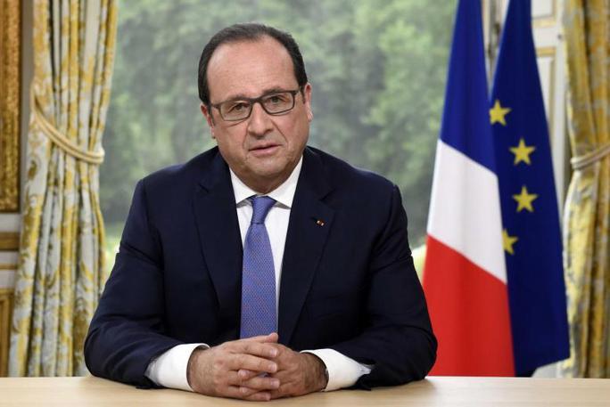 Ba tháng nhậm chức, Tổng thống Macron tốn hơn 30.000 USD trang điểm - Ảnh 3.