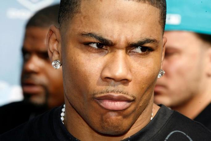 Rapper đoạt Grammy bị bắt vì cáo buộc hiếp dâm - Ảnh 1.