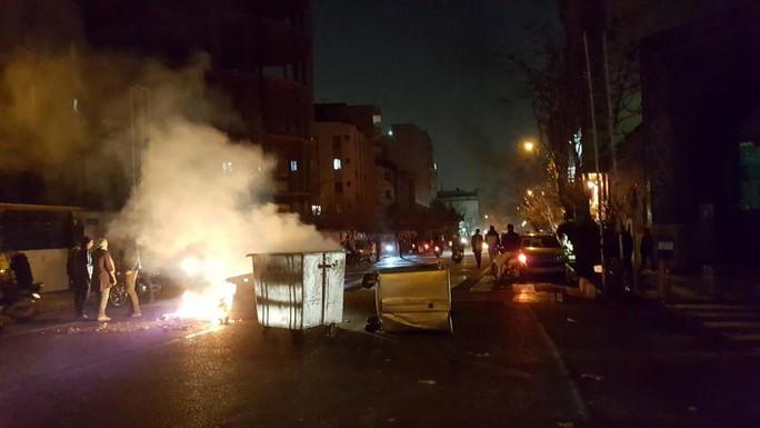 Iran: Cảnh sát bắn chết 2 người biểu tình - Ảnh 2.