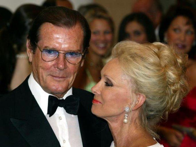 Thương tiếc điệp viên 007 Roger Moore qua đời vì ung thư! - Ảnh 6.