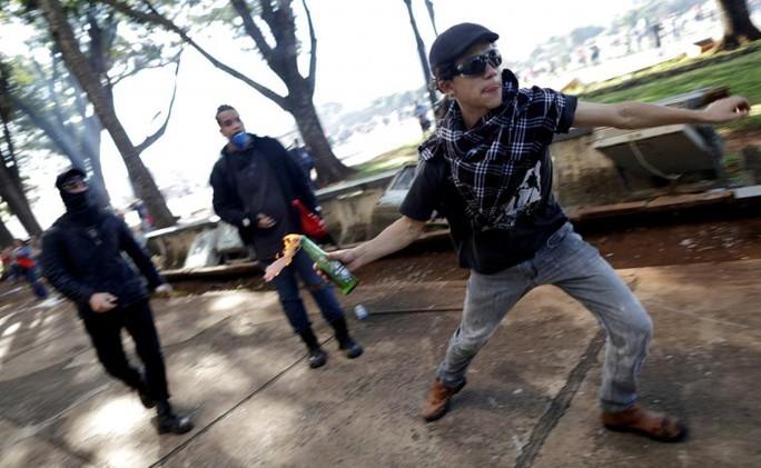 Brazil: Tổng thống dùng quân đội trấn áp biểu tình - Ảnh 3.
