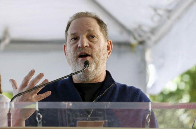 Ông trùm Hollywood bị sa thải vì bê bối tình dục - Ảnh 1.
