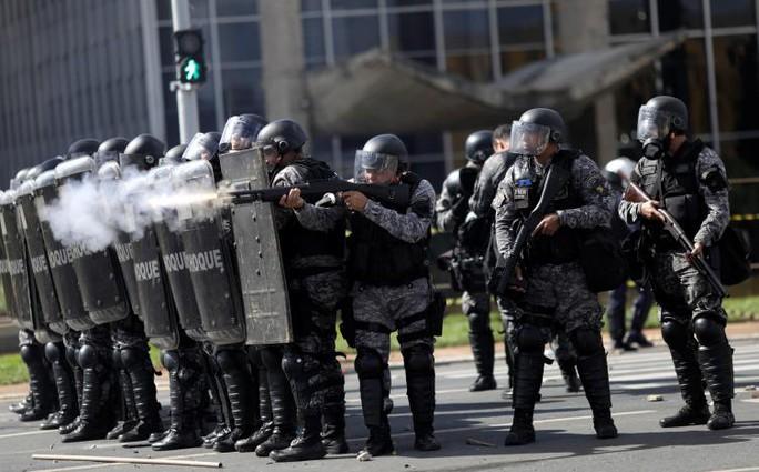 Brazil: Tổng thống dùng quân đội trấn áp biểu tình - Ảnh 2.