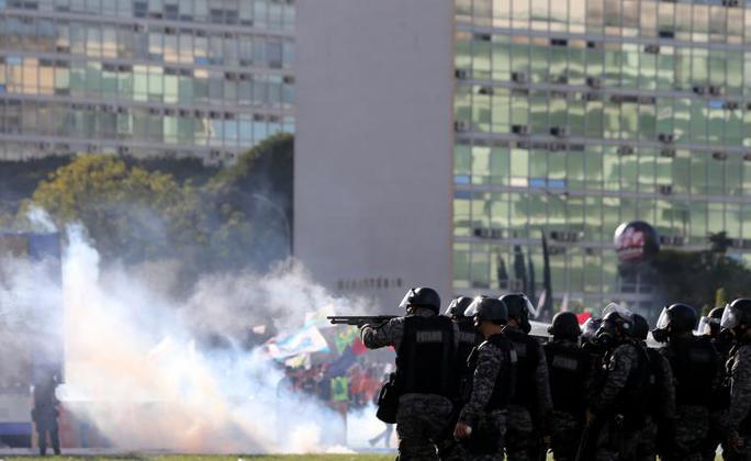 Brazil: Tổng thống dùng quân đội trấn áp biểu tình - Ảnh 1.