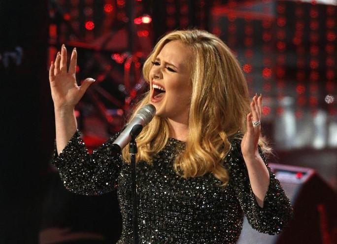 Adele hủy diễn, người hâm mộ tức giận - Ảnh 2.