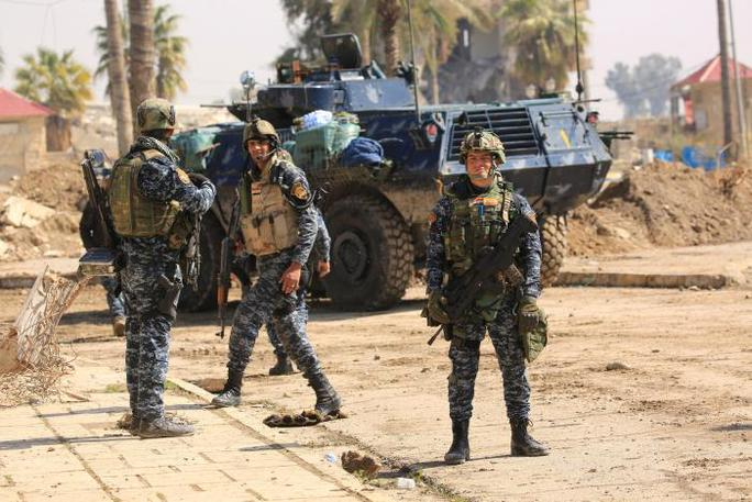Lực lượng cảnh sát liên bang Iraq ở khu vực Bab al-Tob, Mosul - Iraq hôm 14-3. Ảnh: Reuters