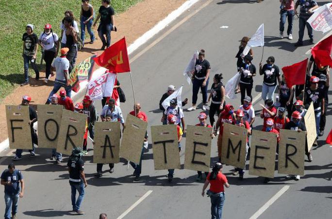 Brazil: Tổng thống dùng quân đội trấn áp biểu tình - Ảnh 5.