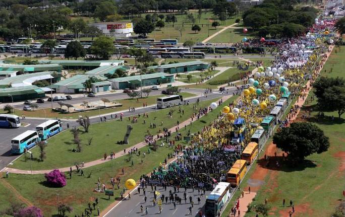 Brazil: Tổng thống dùng quân đội trấn áp biểu tình - Ảnh 8.