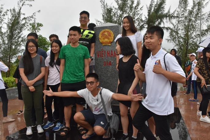 100 bạn trẻ Việt kiều về Đồng bằng sông Cửu Long dự trại hè - Ảnh 9.