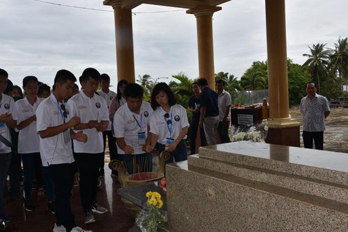 100 bạn trẻ Việt kiều về Đồng bằng sông Cửu Long dự trại hè - Ảnh 7.