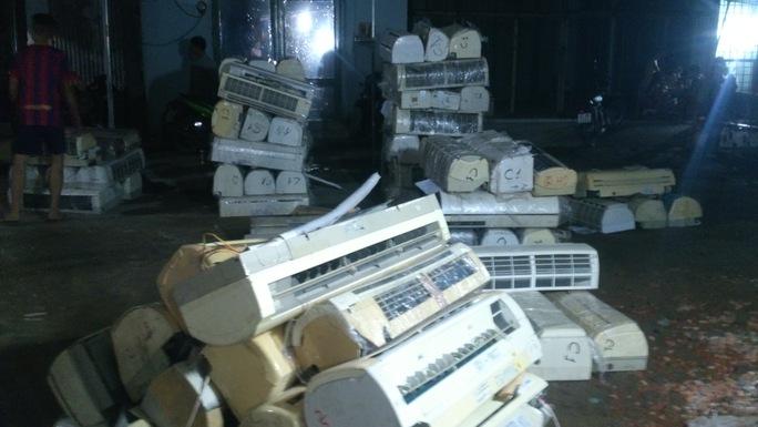 Bộ Công an đột kích kho chứa điện tử nhập lậu cực lớn