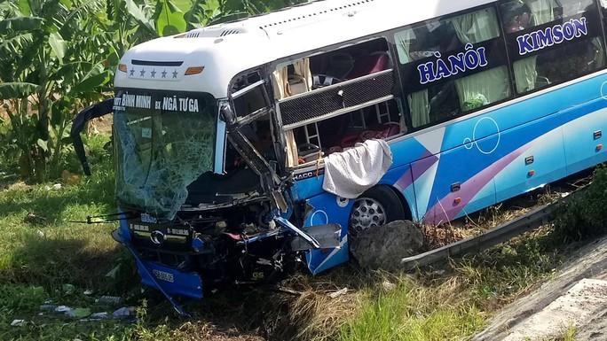 Tai nạn liên hoàn trên Quốc lộ 1, 1 tài xế chết tại chỗ - Ảnh 2.