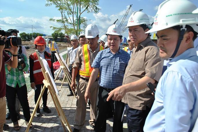 Bí thư Thành ủy TP HCM Đinh La Thăng đi thực tế kiểm tra dự án chống ngập gần 10.000 tỉ đồng