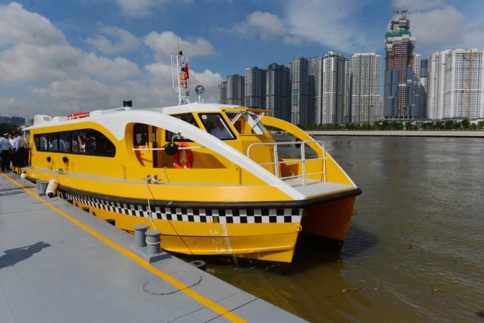 Ngắm tàu buýt đường sông đầu tiên tại TP HCM - Ảnh 7.