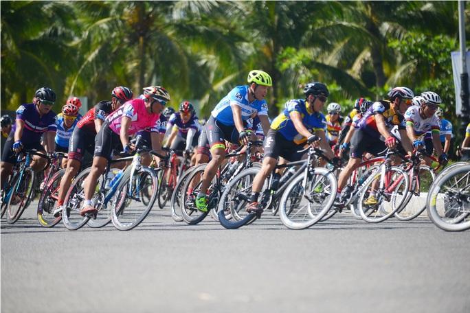 Vận động hơn 1,2 tỉ đồng làm từ thiện thông qua giải đua xe đạp - Ảnh 1.