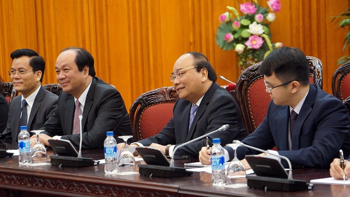Thủ tướng Nguyễn Xuân Phúc nhắc lại việc Lãnh đạo Việt Nam đã có lời mời Tổng thống đắc cử Donald Trump dự Hội nghị Cấp cao APEC 2017 và thăm chính thức Việt Nam