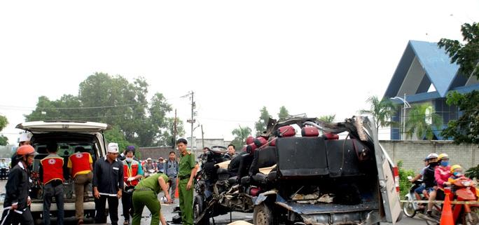 Hai xe khách tông nhau kinh hoàng, 6 người tử vong - Ảnh 2.