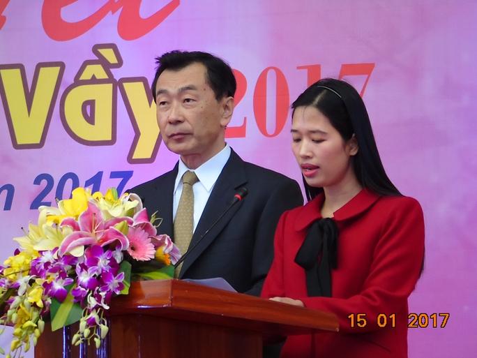 Ông Kitajima-Tổng giám đốc Cty Swcc Showa Việt Nam (trái ảnh)