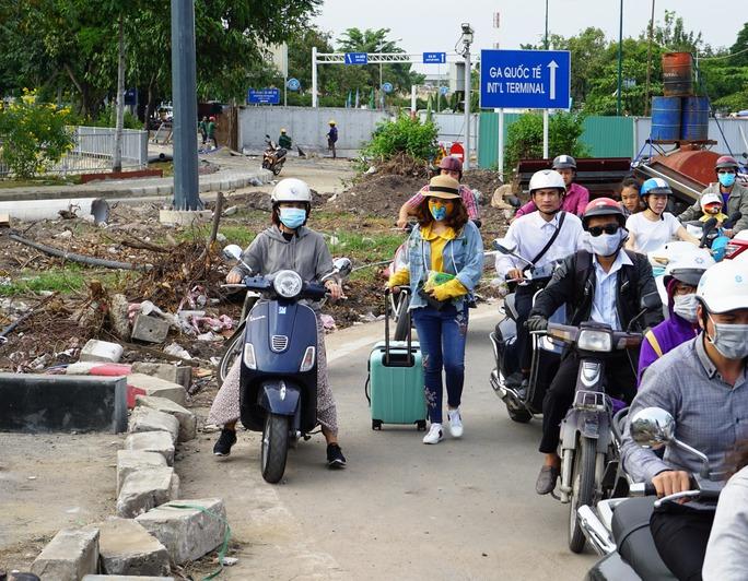 Nhiều người phải chịu cảnh xe đứng bánh trên đường, vô cùng mệt mỏi