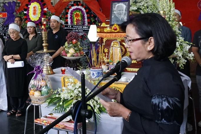 Bà Thân Thị Thư - Trưởng Ban Tuyên giáo Thành ủy đọc điếu văn tiếc thương PGS - nhạc sĩ Ca Lê Thuần