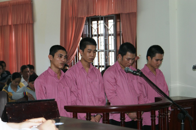 4 bị cáo tại phiên tòa sơ thẩm